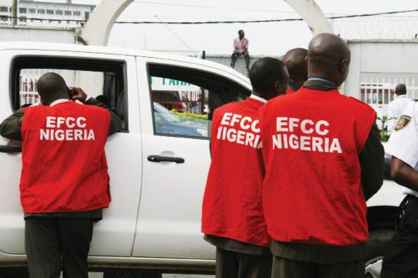 EFCC Arrests 34 Suspected Internet Fraudsters In Ibadan, Lagos