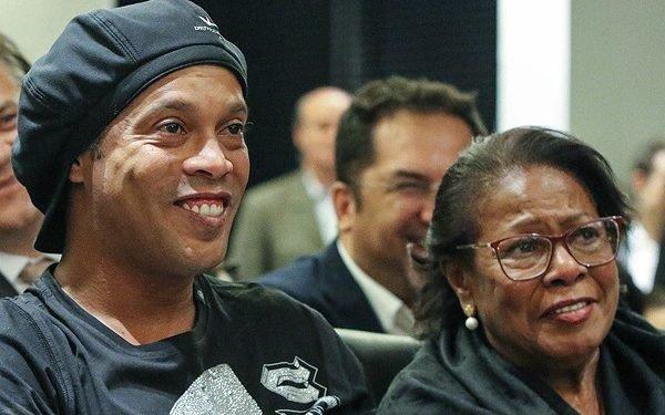 Messi Consoles Ronaldinho Over Mother's Death