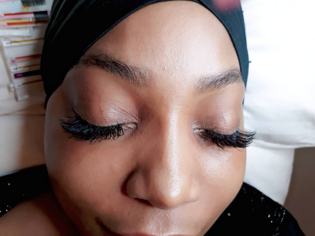 Expert Warns On Dangers Of Fixing Artificial Eyelashes