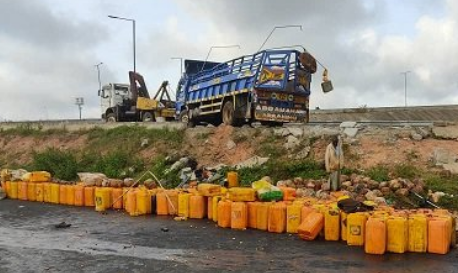 Eight Die, 36 Injured As Truck Loaded With Palm Oil Falls Into Drainage In Osun